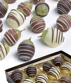 Gourmet seedless grapes are dipped in Milk, Dark and White Belgian Chocolate, then narrow strips of chocolate are sprinkled on top. Since these are hand decorated by our Artisans, no two will be exactly the same. Arrives in an elegant gift box. Coconut Hot Chocolate, Chocolate Dipped, Homemade Chocolate, Melting Chocolate, Chocolate Recipes, Chocolate Garnishes, Blackberry Syrup, Italian Hot, Chocolate Squares
