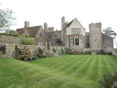 Lympne Castle, Kent #guidesforbrides #castleweddingvenue #fairytaleweddingvenue