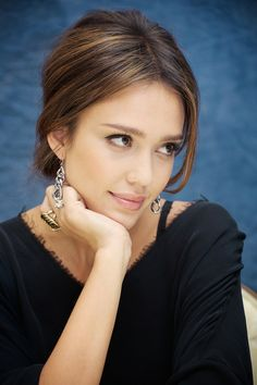 Barely there makeup. Jessica Alba.