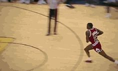 Michael Jordan dunks from the free-throw line This is the Bulls legacy that I grew up with. Jordan 23, Jeffrey Jordan, Michael Jordan Gif, Air Jordan, Jordan Swag, Nba Players, Basketball Players, Sport Icon, Basketball Legends