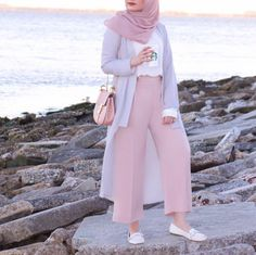 10 (stylish) ways to wear hijab chic - 10 (stylish) ways to wear hijab chic - hijab fashion and chic style Hijab Casual, Hijab Chic, Modest Fashion Hijab, Modern Hijab Fashion, Hijab Fashion Inspiration, Muslim Fashion, Modest Outfits, Fashion Outfits, Fashion 2018