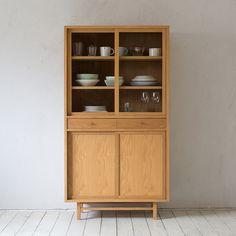Greenwich of Karimoku 60 regular dealer selling Cup Board (oak) . Furniture Projects, Home Furniture, Furniture Design, Modern China Cabinet, Japanese Home Design, Diy Kitchen Decor, Home Decor, Kitchen Board, Wooden Cabinets