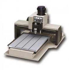 #pantografo CNC1612 Engraver 406x305 de Vision. De gran robustez con mesa de aluminio T-Slot. Graba materiales como #metal, #acrilico, #laton, #madera, #plastico, #herramientas, etc.