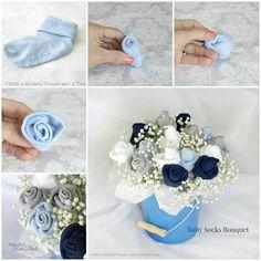 Arreglos florales con calcetas para bebé. Úsalos para decorar baby showers o el cumpleaños del bebé.
