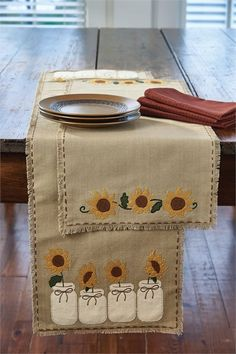 Kitchen Decorating Summer Sunshine for your home. this table runner from Country Porch Home Decor is perfect for your kitchen. - Sunflower Blooms Table Runner 13 x 54 from Park Designs. Kitchen Themes, Home Decor Kitchen, Diy Home Decor, Kitchen Ideas, Decorating Kitchen, Kitchen Layout, Primitive Kitchen, Country Primitive, Primitive Decor