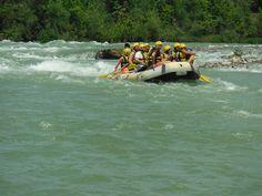 Doğa tatillerinin en vazgeçilmezlerinden biri olan rafting, maceracı bir ruha sahip olanları bekliyor. Türkiye'nin birçok nehrinde yapılabilen extrem sporlardan rafting, Türkiye'de birçok noktada yapılabiliyor. Adrenalin tutkunlarına özel bu su sporunda, doğa ve eğlence iç içe. Yerli ve yabancı birçok turist ağırlayan bu nehirlerden bazıları profesyonel rafting sporcuları için. Bu eğlenceli sporu denemek isteyenler için rafting yapılacak nehirler