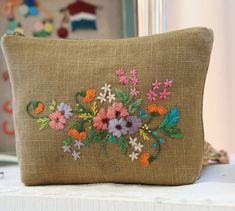 내가 염색한 울사 테스트하다...... · #Embroidery #handmade #Embroiderypauchi #프랑스자수#자수타그램 #힐링자수#자수파우치 #손 염색울사