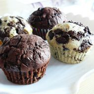 Výborné muffiny s kousky čokolády Mini Desserts, Sweet Recipes, Cake Recipes, Cap Cake, Sweet Cooking, Christmas Sweets, Desert Recipes, Nutella, Croissant