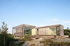 The house is situated atop a hill overlooking the ocean and the horizon, placed in the midst of an uncultivated landscape on a small peninsula. The design of the house allows for close interaction with the surrounding nature and the beautiful scenery.