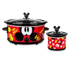 Mickey Mouse will be cooking up magical moments for every occasion with this slow cooker and dipper set. Featuring two separate appliances complete with removable stoneware inserts and colorful character art, this set is a must-have for any Mickey fan! Mickey Mouse Bedroom, Mickey Mouse House, Mickey Mouse Kitchen, Minnie Mouse, Cozinha Do Mickey Mouse, Mickey Waffle Maker, Disney Kitchen Decor, Washing Bins, Disney Home