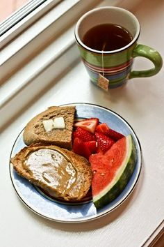 toast with PB, fresh fruit and tea Unique Recipes, Real Food Recipes, Healthy Recipes, Healthy Food, Fruit Tea, Fresh Fruit, The Breakfast Club, Morning Food, Food Cravings