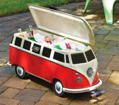 As a replica of one of the coolest vintage vehicles ever, you know that this Volkswagen Van Cooler will do a good job. This groovy camper cooler looks just like the iconic 1965 VW bus. Vw Camper, Volkswagen Transporter, Bus Volkswagen, Vw T1, Van Hippie, Vw Beach, Combi Vw, Vw Vintage, Vw Cars