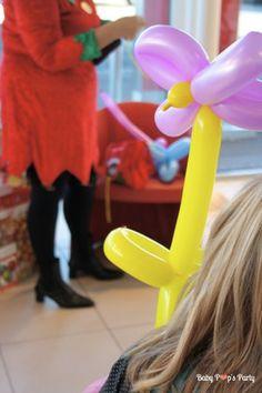 Jeux - Arbre de noël Toyota - www.babypopsparty.com/en-image Toyota, Outdoor Decor, Christmas Trees, Children, Gaming, Noel