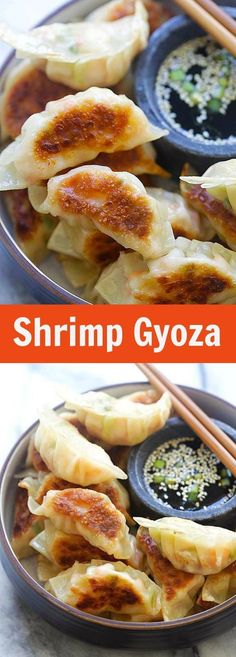 Garnele Gyoza : Shrimp Gyoza - amazing Japanese gyoza dumplings filled with shrimp and cabbage. Crispy, juicy and so easy to make at home! I love gyoza, all sorts of . Seafood Dishes, Seafood Recipes, Appetizer Recipes, Cooking Recipes, Vegetarian Appetizers, I Love Food, Good Food, Yummy Food, Delicious Recipes