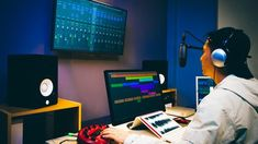 """Create a Dj Snake Style Track in Logic Pro X –Learn how to overcome writer's block, get inspired and arrange electronic music quickly in Logic Pro X. Do you like the style of Dj Snake and the """"modern""""EDMmusic?Do you struggle to lay out ideas and to get inspiration quickly for your EDMtrack..."""