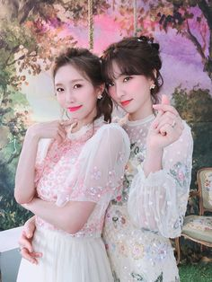 Yuehua Entertainment, Starship Entertainment, Best Places To Propose, Wjsn Luda, Your Wife, Cosmic Girls, Bridesmaid Dresses, Wedding Dresses, Pictures To Draw