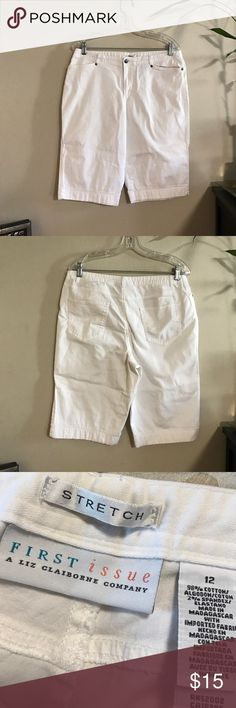 White bermudas Check out my bundle deals and love notes! 🛍🎀💕 Liz Claiborne Shorts Bermudas