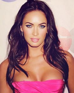 Sizzling Megan Fox Haircut to look Fabulous Megan Fox Sexy, Megan Denise Fox, 2015 Hairstyles, Celebrity Hairstyles, Megan Fox Haircut, Celebrities Exposed, Colani, Celebrity Gallery, Brunette Beauty