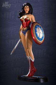 DC UNIVERSE ONLINE STATUE: WONDER WOMAN  STATUE