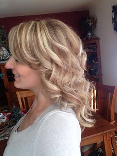 Love this! Feel free to pin. Dirty Blonde hair with thin  light blonde hi-lights