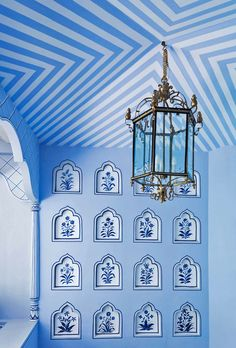 Jaipur, India's Gem Palace, has opened a Mumbai outpost that will make you swoon. The first thing that came to my mind when I saw it featured on Architectural Digest was the similarities with… Home Modern, Indian Interiors, Interior And Exterior, Interior Design, Blue Pottery, Striped Walls, Himmelblau, Architectural Digest, Box Design