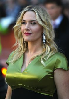 The Starlet Kate Winslet im beautiful green dress! Hollywood Celebrities, Hollywood Actresses, Indian Actresses, Actors & Actresses, Beautiful Celebrities, Beautiful Actresses, Most Beautiful Women, Kate Winslet Images, Kate Winslate