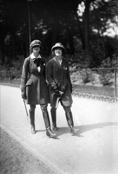 Jeunes femmes en costume de cheval. France, vers 1930.