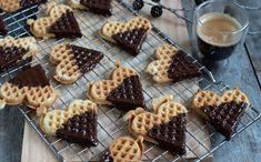Tørre vaflar med sjokoladetrekk - Kvardagsmat Baking, Breakfast, Food, Morning Coffee, Bakken, Eten, Bread, Backen, Meals