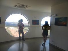 Aspecto Social  - Visitantes contemplando a vista no mirante da torre.