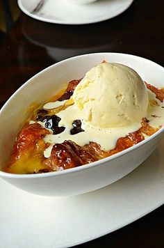 Bread and Butter Pudding with Vanilla Ice Cream @ Cafe Causette, Mandarin Oriental Hotel (Hong Kong) ♥ Dessert