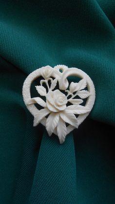 Ирина Жиглова Wood Carving Art, Bone Carving, Bone Jewelry, Jewelry Art, Maori Designs, Skull Design, Metal Flowers, Dremel, Antlers