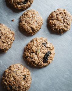 healthy oatmeal breakfast cookies - no eggs Oatmeal Breakfast Cookies, Breakfast Cookie Recipe, Breakfast Snacks, Cookie Recipes, Breakfast Ideas, Vegan Breakfast, Dairy Free Breakfasts, Food Photography Tips, Mini Chocolate Chips