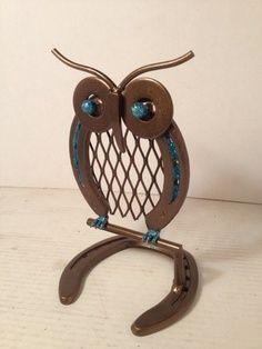 Metal Owl on Perch made from Horseshoes and scrap metal AmericanMetalArt - Metal Craft on ArtFire Barkett Kuhnle Welding Crafts, Welding Art, Metal Welding, Welding Projects, Blacksmith Projects, Welding Ideas, Horseshoe Projects, Horseshoe Crafts, Horseshoe Art