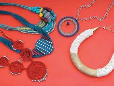 Los accesorios tejidos y en tonos cálidos se llevan