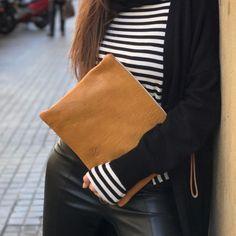 Mostaza y rayas marineras  #mustardlovers #springishere #pochette #brussosa #leatherlovers #handmadeinbarcelona #shopbcn #shoplocal