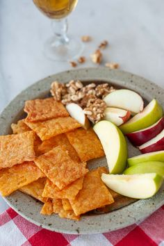 A small platter of easy cheesy crackers, some toasted walnuts, and slices of juicy apple for happy hour. B Food, Afternoon Snacks, Stop Eating, Platter, Happy Hour, Crackers, Food Ideas, Tasty, Apple
