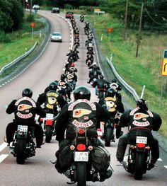 hells angels pictures - This was taken after they were leaving your house… Biker Clubs, Motorcycle Clubs, Bagger Motorcycle, Hells Angels, Harley Bikes, Harley Davidson Motorcycles, Harley France, Outlaws Mc, Hd Fatboy