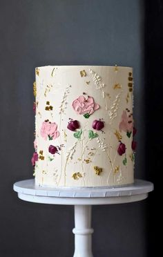 The Prettiest & Unique Wedding Cakes We've Ever Seen Need some inspiration for your cake design? Which style of cake should you choose? What should it taste like? The wedding cake style will. Pretty Wedding Cakes, Pretty Birthday Cakes, Unique Wedding Cakes, Wedding Cake Designs, Pretty Cakes, Cute Cakes, Beautiful Cakes, Amazing Cakes, Wedding Themes