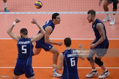 Italy's Osmany Juantorena, Italy's Emanuele Birarelli, Italy's Simone Giannelli and Italy's Ivan Zaytsev celebrate after scoring during the men's semi-final volleyball match between Italy and USA at Maracanazinho Stadium in Rio de Janeiro on August 19, 2016, at the Rio 2016 Olympic Games. / AFP / Juan Mabromata