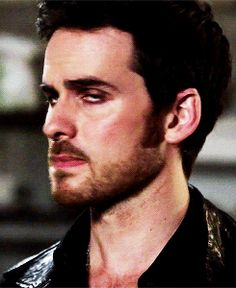 Colin O'Donoghue - Killian Jones -Captain Hook - Once Upon A Time Hook Ouat, Killian Hook, Killian Jones, Camisa Do Star Wars, Colin O Donoghue Shirtless, Once Up A Time, The Dark One, Evil Queens, Hook And Emma