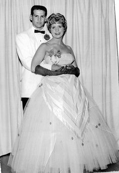 "prom 1958 - two weeks later she told him she was ""late"" Prom Photos, Prom Pictures, 1950s Fashion, Vintage Fashion, Vintage Style, 1950s Prom, Prom Couples, Prom Queens, 20th Century Fashion"