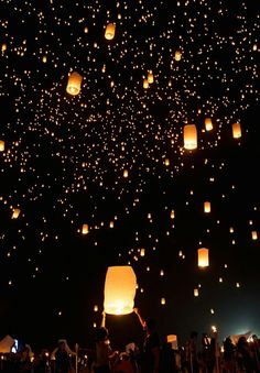 We do not want to pollute the sky, but the idea is stunning and helps to inspire the creative. Lit Wallpaper, Cute Wallpaper Backgrounds, Aesthetic Iphone Wallpaper, Galaxy Wallpaper, Screen Wallpaper, Cute Wallpapers, Aesthetic Wallpapers, Cute Wallpaper For Phone, Floating Lanterns