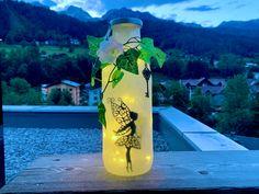 Fee im Glas - auch im Urlaub ein Hingucker 🧚🏻 #deko #geschenk #hochzeit #romantisch Water Bottle, Etsy Shop, Drinks, Gifts For Girls, Gift Wedding, Fairy, Vacation, Corning Glass, Drinking