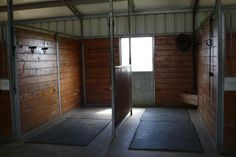 Horse grooming/drying area/saddling area