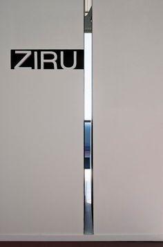 Clean and minimal: stand for Ziru, Milan (2012) _ by Spanish architect Francesc Rifé (photo © F. Alda)_