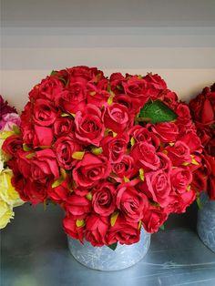 Stunning Red Roses Order Now Online #redroses #roses #flowers #flowerbox #flowerarrangement #rosegift #flowergift #fnpuae Best Flower Delivery, Flower Delivery Service, Online Flower Shop, Order Flowers Online, Online Florist, Rose Gift, Flower Boxes, Amazing Flowers, Ferns