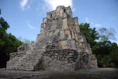 La pirámide el Castillo en Muyil, se erigió para representar a la ceiba, el árbol sagrado de los antiguos mayas.