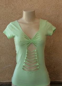 Cut Up T Shirt, Cut Shirts, Open Back Shirt, Hippie Shirt, Diy Clothing, Refashion, Diy Fashion, Shirt Designs, Short Sleeve Dresses