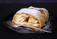 Easy Apple Strudel Recipes-Some clichés are clichés for grounds. While you believe Appel Strudel on a niche site featuring Viennese foodstuff is alm. Austrian Desserts, Austrian Recipes, Austrian Food, German Desserts, Granny's Recipe, Tostadas, Apple Strudel, Goulash, Few Ingredients