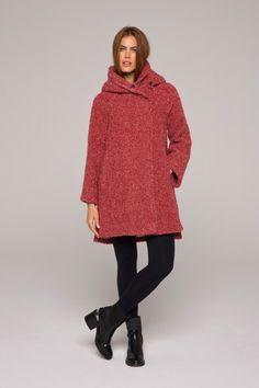 Manteau rouge bouclette court, grande capuche #bouclette #cocoon #rouge #femme #qualité #lenerfabriquedemanteaux